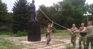 На Донбасі звалили перший пам'ятник Леніну