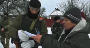 Бійці ДУК спілкуються з мешканцями Донбасу