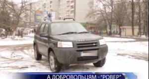 """Стрийські активісти подарували 8 роті ДУК """"Аратта"""" позашляховик"""
