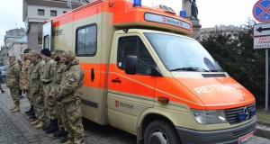 Волонтери з Італії передали для бійців ДУК реанімобіль та запакували його гуманітаркою