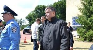 «Правий сектор Львівщини» зустрів Авакова пікетом