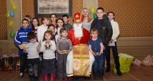 «Правосекторівський» Миколай сьогодні роздавав подарунки сім'ям добровольців