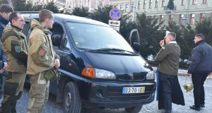 ДІЯ Львівщини відправила спецавто «Госпіталь'єрам» та волонтерку на 5 оБАТ УДА
