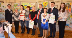 Виставку «Мій Крим» відвідав голова «Меджлісу» Рефат Чубаров та народні депутати