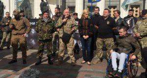 «Ми заслужили визнання!» – українські добровольці пікетують Верховну Раду