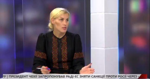 """Телеканал """"НТА"""" про трагедію Іловайська. У студії керівник """"Об'єднання Добровольців"""" Олена Живко"""