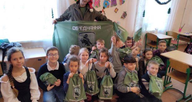 Подарунки для діток добровольців: від Львова, до Одеси, Києва і Луганська