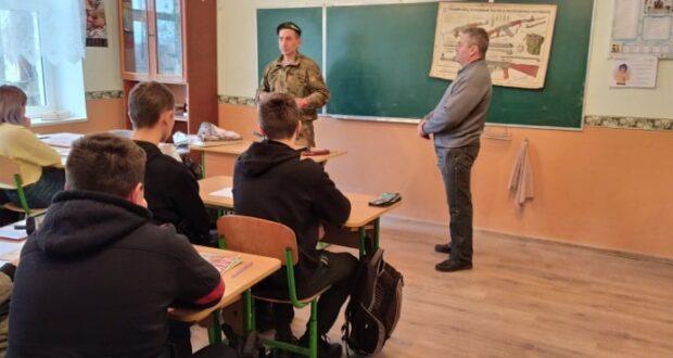 «Територіальна оборона»: вогневий та медичний вишкіл для школярів Чишківської ЗОШ