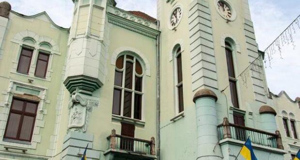 В центрі Мукачева розгорнули фото виставку присвячену подіям у Іловайську.