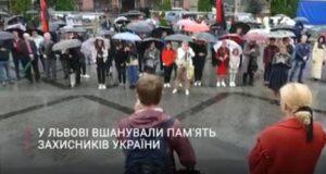 До Дня пам'яті захисників України у Львові презентували фотовиставку боїв в Іловайську ⬇