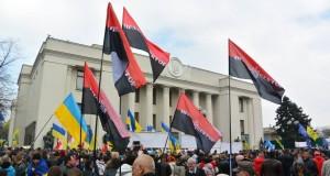 Активісти «Правого сектора» разом з громадськістю пікетували Верховну Раду з вимогою прийняття люстраційного законодавства