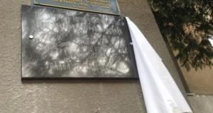 У львівській школі №27 відкрили пам'ятну дошку герою Вербицькому та передали маскувальну сітку для АТО