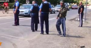"""В Мукачево поруч з міліцією озброєні бандити полюють на бійців """"Правого сектору"""""""