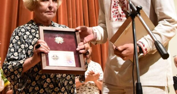 «Об'єднання добровольців» відзначило орденом акторку Аду Роговцеву.