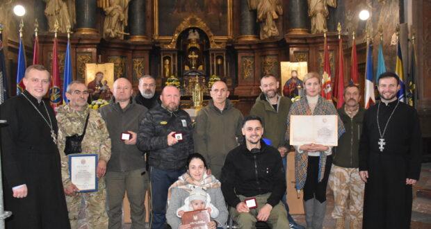 В Гарнізонному храмі відзначили нагородами добровольців.